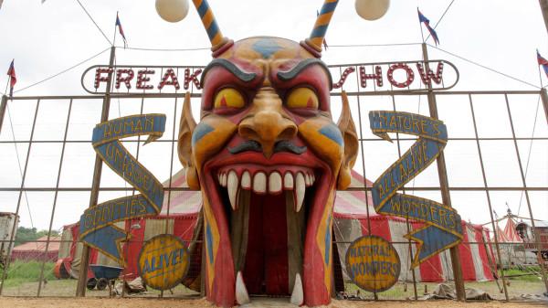 American horror story: Freak show - Ep. 1: Monsters among us